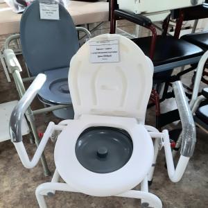 Кресло - туалет с опускающимися ручками